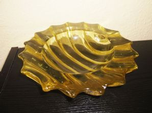 UNUSUAL VERY HEAVY MURANO THICK GLASS DISH POINT RIM RICH YELLOW RIBBED <1.5kg